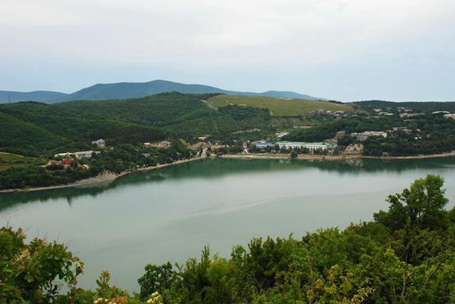 Озеро в Арзни