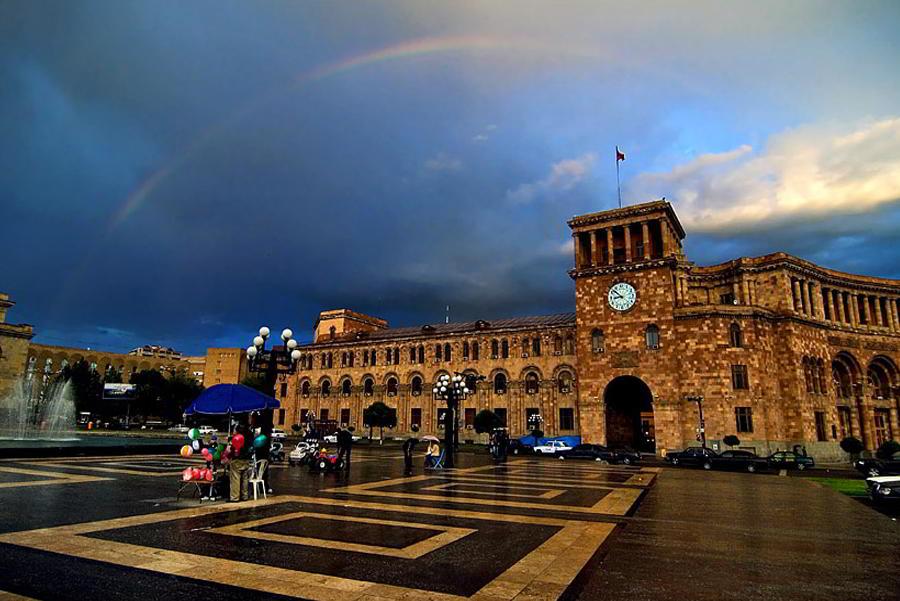 Ереван площадь республики весной