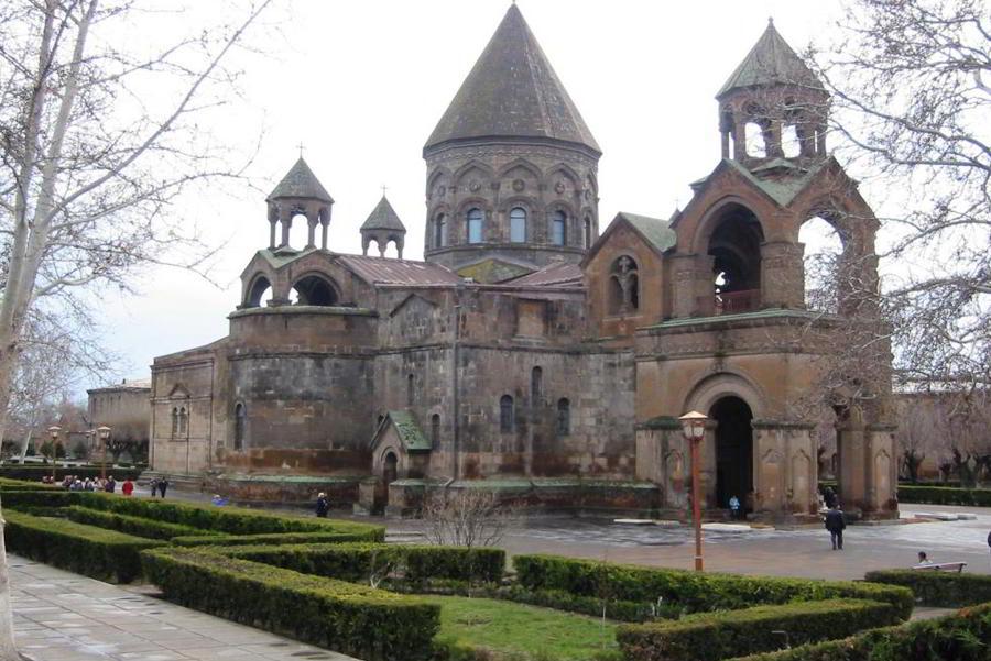 Армения -Эджмиацин фото храма