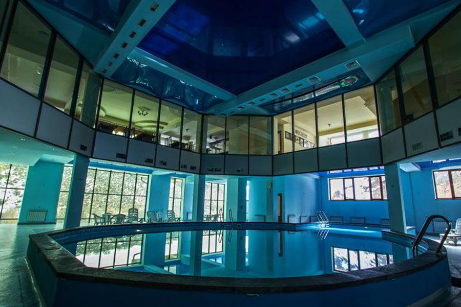 Закрытый бассейн в Арзни.