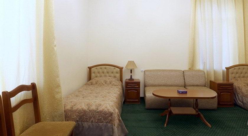 Стандарт трехместный номер в санатории Олимпия